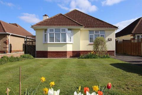 3 bedroom detached bungalow for sale - Furze Croft, New Milton, Hampshire