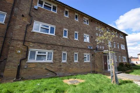3 bedroom flat to rent - Cherrydown Avenue, Chingford