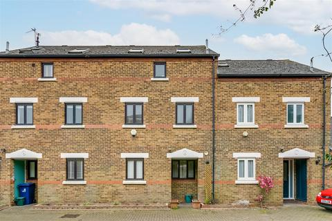 4 bedroom terraced house for sale - Beauchamp Close, London, W4