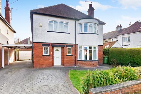 4 bedroom detached house for sale - Southfield Avenue, Leeds, LS17