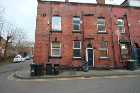 4 bedroom terraced house to rent - Large 4 Bedroom House just outside the City Centre