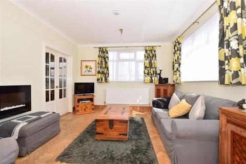 2 bedroom detached bungalow for sale - Kings Road, Minster On Sea, Sheerness, Kent