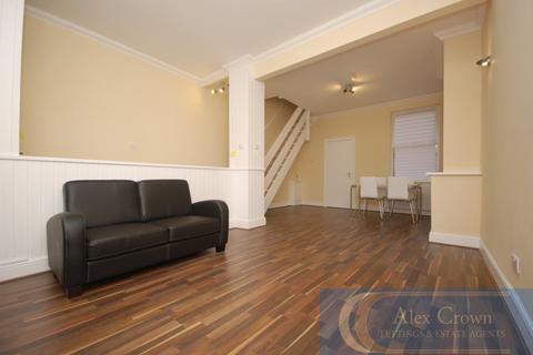 3 bedroom flat to rent - Pine Road, Cricklewood