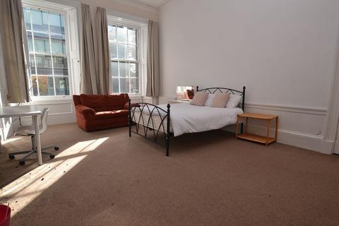3 bedroom flat to rent - Morrison Street, Edinburgh, EH3 8EB