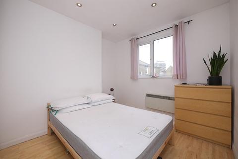 3 bedroom flat to rent - Victoria Park Road, Hackney, London. E9
