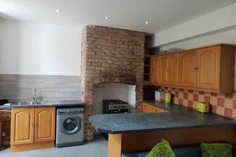 4 bedroom end of terrace house to rent - 60 Carlton Avenue, M14 7NL