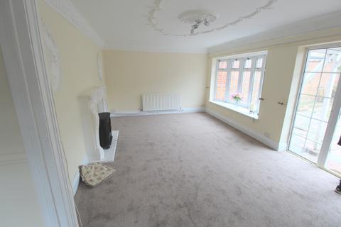 3 bedroom detached house to rent - Dewey Road, Dagenham, Essex, RM10