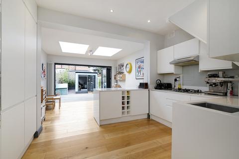 3 bedroom terraced house to rent - Blenheim Road, London, E17