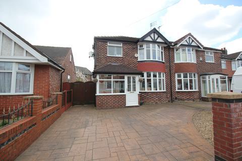 3 bedroom semi-detached house for sale - Lindale Avenue Flixton