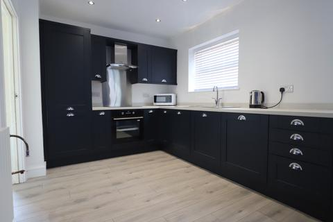 4 bedroom semi-detached house to rent - Underwood Road, Newcastle-under-Lyme, ST5