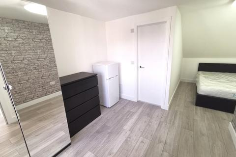 Studio to rent - Old Bedford Road, Luton, Bedfordshire, LU2