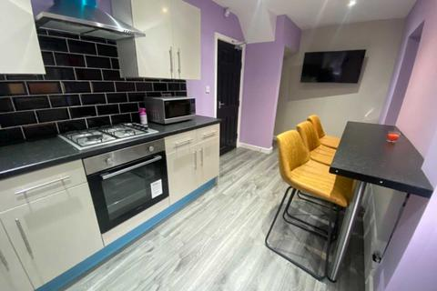 4 bedroom house share to rent - Buckley Lane, Bolton