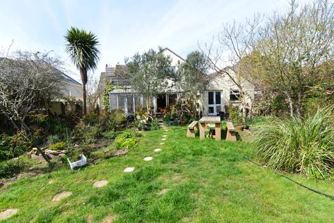 4 bedroom detached house for sale - Barton Drive, Barton On Sea, New Milton