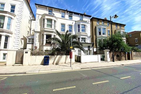 Studio to rent - Osborne Road, Southsea
