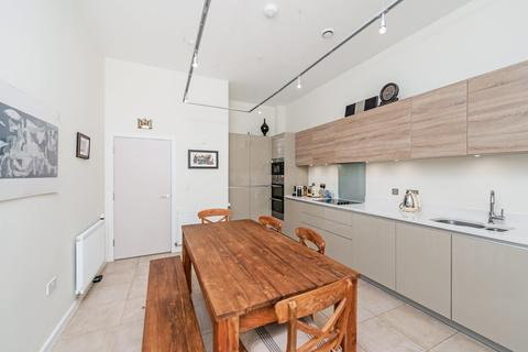 3 bedroom semi-detached house to rent - Rosenburg Road, London W3