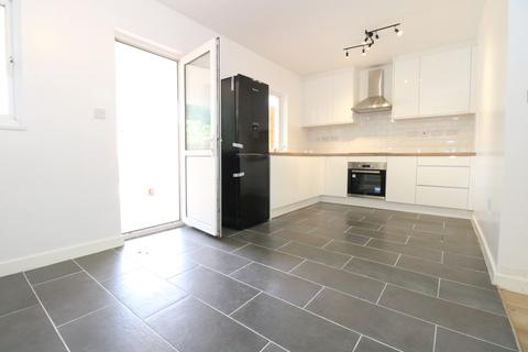 3 bedroom terraced house to rent - Saxon Drive, London