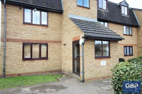 1 bedroom ground floor flat for sale - Blandford Way, Romford