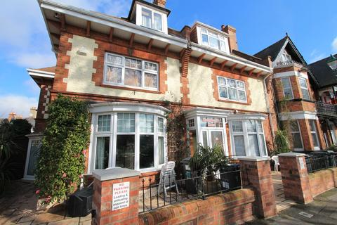 1 bedroom in a house share to rent - Churchill Road, Bournemouth,
