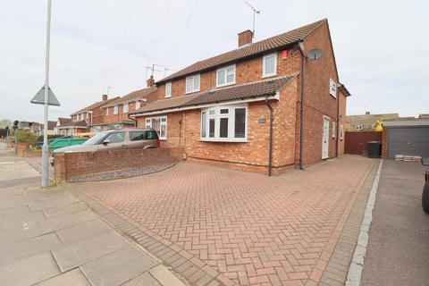 3 bedroom semi-detached house for sale - Mossbank Avenue, Vauxhall Park, Luton, Bedfordshire, LU2 9HH