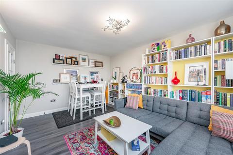 2 bedroom flat for sale - Brassey Square, Battersea, London