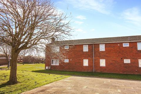 2 bedroom flat for sale - Simonside Crescent, Hadston, Morpeth