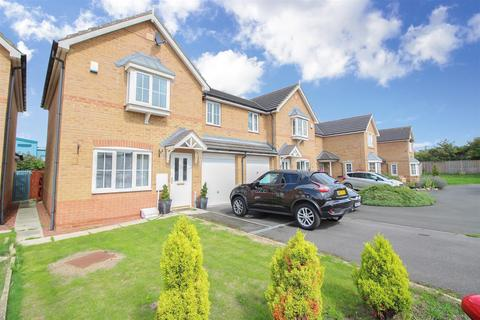 3 bedroom semi-detached house to rent - Kingsbury Court, Longbenton, Newcastle Upon Tyne