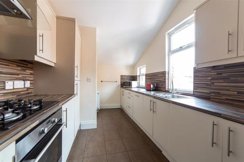 4 bedroom maisonette to rent - £80pppw - Biddlestone Road, Heaton