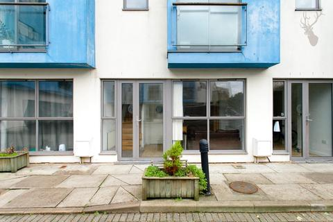 4 bedroom detached house to rent - Palmers Road, Bethnal Green, London