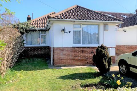 2 bedroom detached bungalow for sale - Valley Road, Portslade.