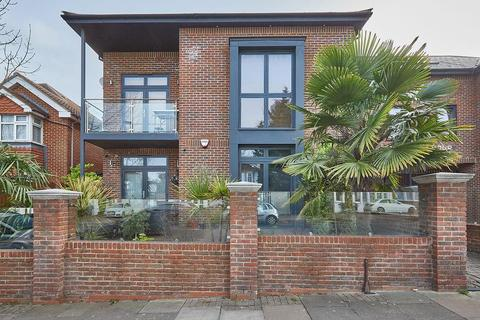 2 bedroom flat for sale - Clear View Court, Palmers Green, London N13