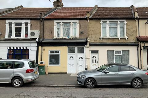 2 bedroom flat to rent - Katherine Road, East Ham, London, E6