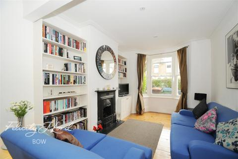 2 bedroom terraced house to rent - Cheneys Road, E11