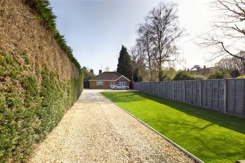 2 bedroom bungalow for sale - Jordans Lane, Burghfield Common, Reading, Berkshire, RG7