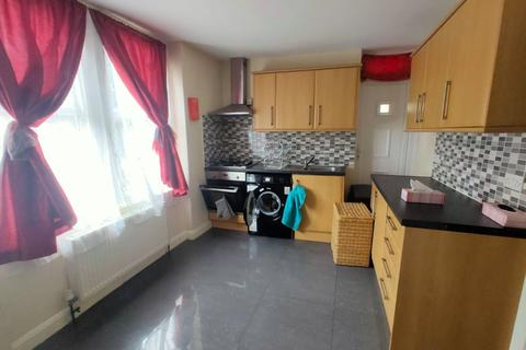 2 bedroom flat to rent - New Southgate