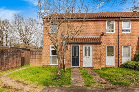 2 bedroom semi-detached house for sale - Woodstock Close, Horsham, RH12