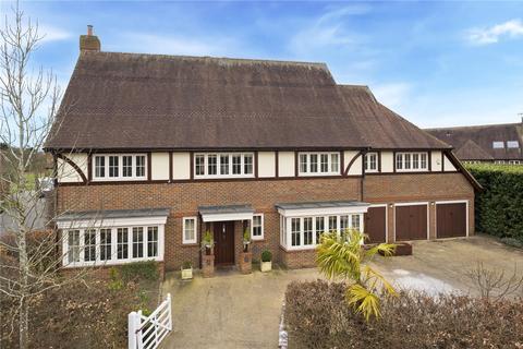 6 bedroom detached house to rent - Lockestone, Weybridge, Surrey, KT13