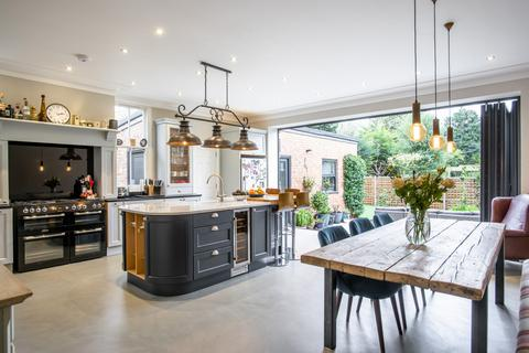 6 bedroom semi-detached house for sale - Fordwych Road, London, NW2