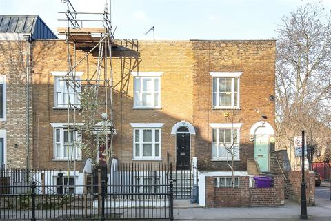 2 bedroom terraced house to rent - Globe Road, Stepney, London, E1