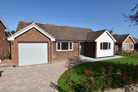 3 bedroom detached bungalow for sale - Romans Way, Pyrford, GU22