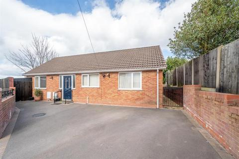 2 bedroom bungalow for sale - Buckingham Grove, Kingswinford, DY6 9EL