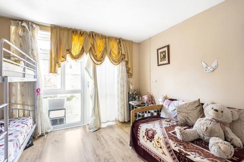 2 bedroom end of terrace house for sale - Pattison Walk London SE18