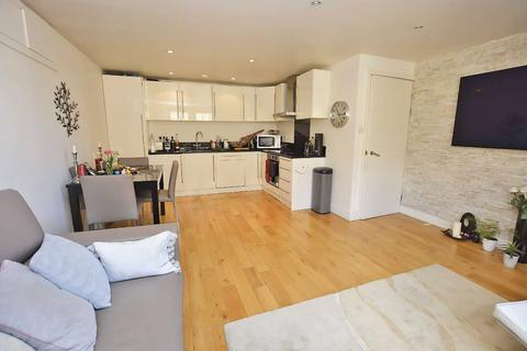 3 bedroom apartment for sale - Green Apartments, Chiswick High Road, London, W4