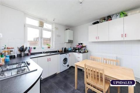 3 bedroom flat to rent - Homerton High Street, Hackney E9