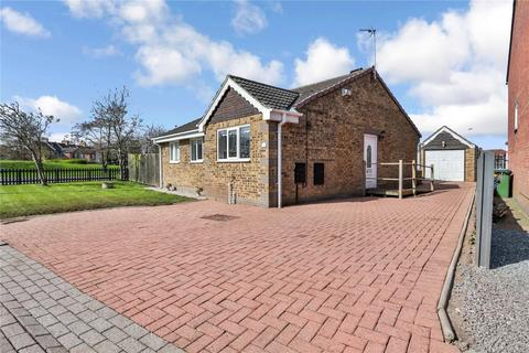 2 bedroom bungalow for sale - Fotherbie Garth, Hedon, Hull, HU12