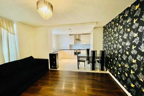 2 bedroom flat to rent - Signal Builiding, Station Approach, Hayes