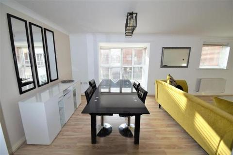 2 bedroom flat to rent - Grasholm Way, Langley