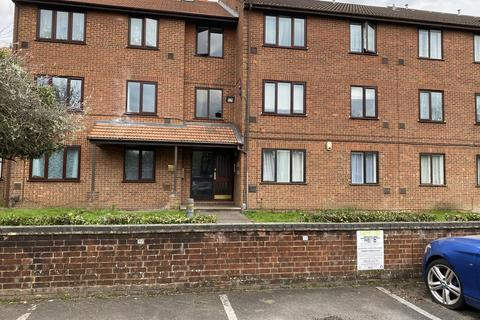 1 bedroom flat to rent - The Lawns , Old Bath Road, Colnbrook SL3