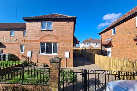3 bedroom semi-detached house to rent - Newholme Estate, Station Town
