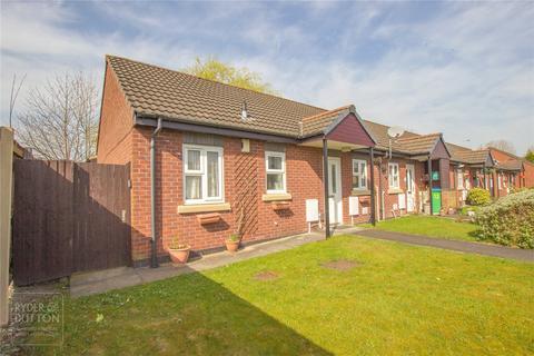 2 bedroom bungalow for sale - Moss Farm Close, Alkrington, Middleton, Manchester, M24