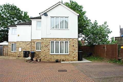 2 bedroom detached house to rent - Amhurst Close, ENFIELD, Greater London, EN3
